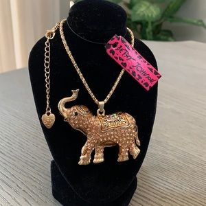 Betsey Johnson Rhinestone Pendant Necklace🐘🆕🐘